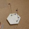 銅線で作った軸受兼導線をビスを使って固定します。