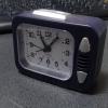 問題の目覚まし時計(105円)。