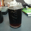 グラスだけ写してみました。コーラの色がいい感じになってますね。