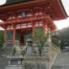 清水寺についた。早朝だけあって、人はまばら。