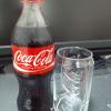 コーラとカップ