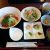 komakiさんです。おすすめの海鮮丼食べたところ、醤油がいらないくらいうまかったです。ていうか醤油邪魔だってことがわかったので、醤油かけませんでした。いくらぷちぷち、じわっと。